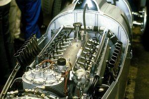 silnik widlasty V16